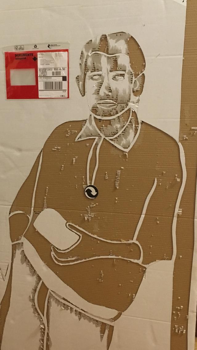 Mann auf Karton