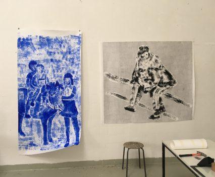 Wand in der Europäischen Kunstakademie mit zwei Kunstwerken von Heike Becker